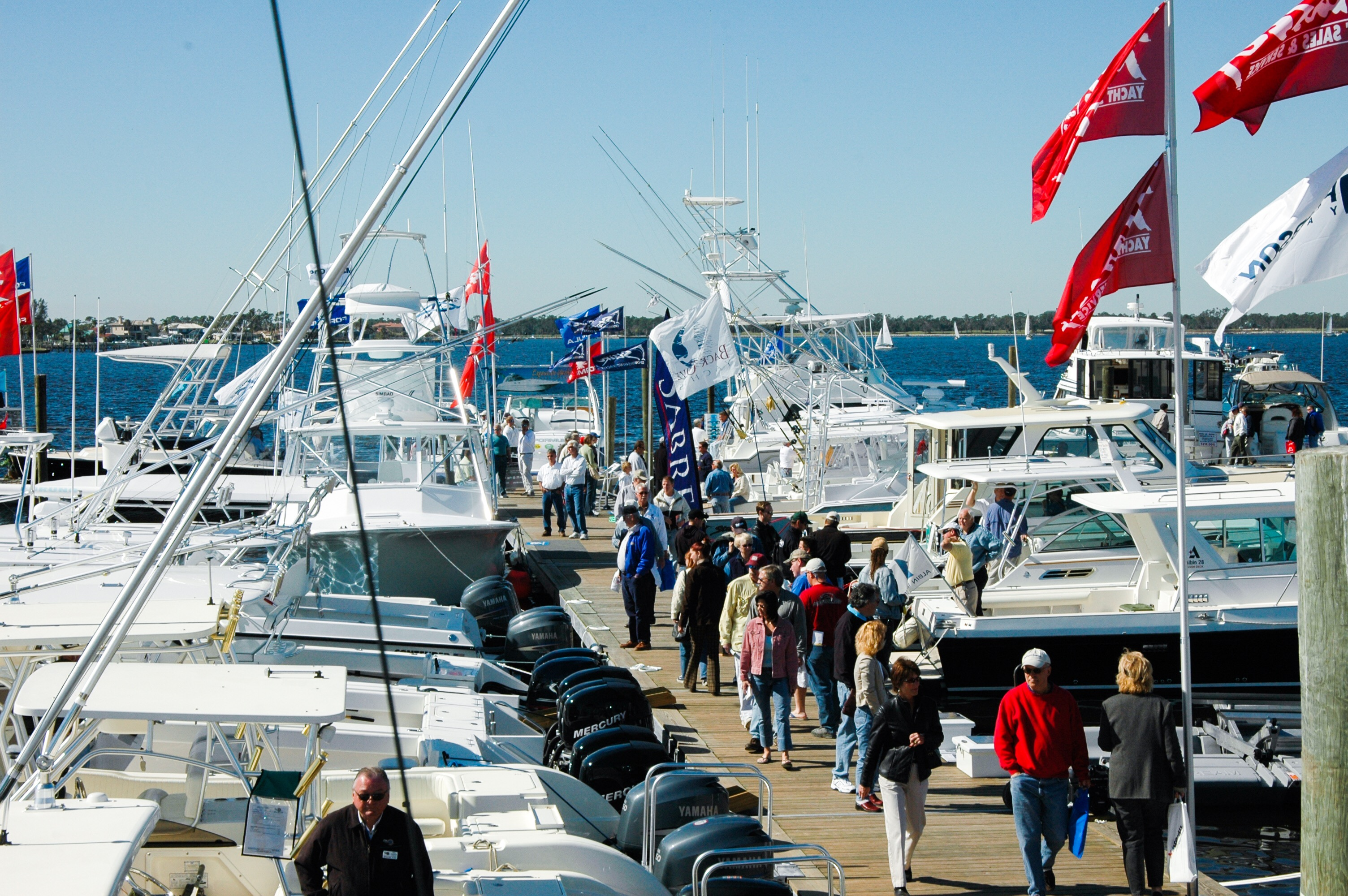 Stuart Boat Show - People walking the docks - Allsports Productions